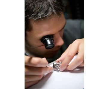 Her er Stig Jarle i arbeid. Vår Rolex urmaker.